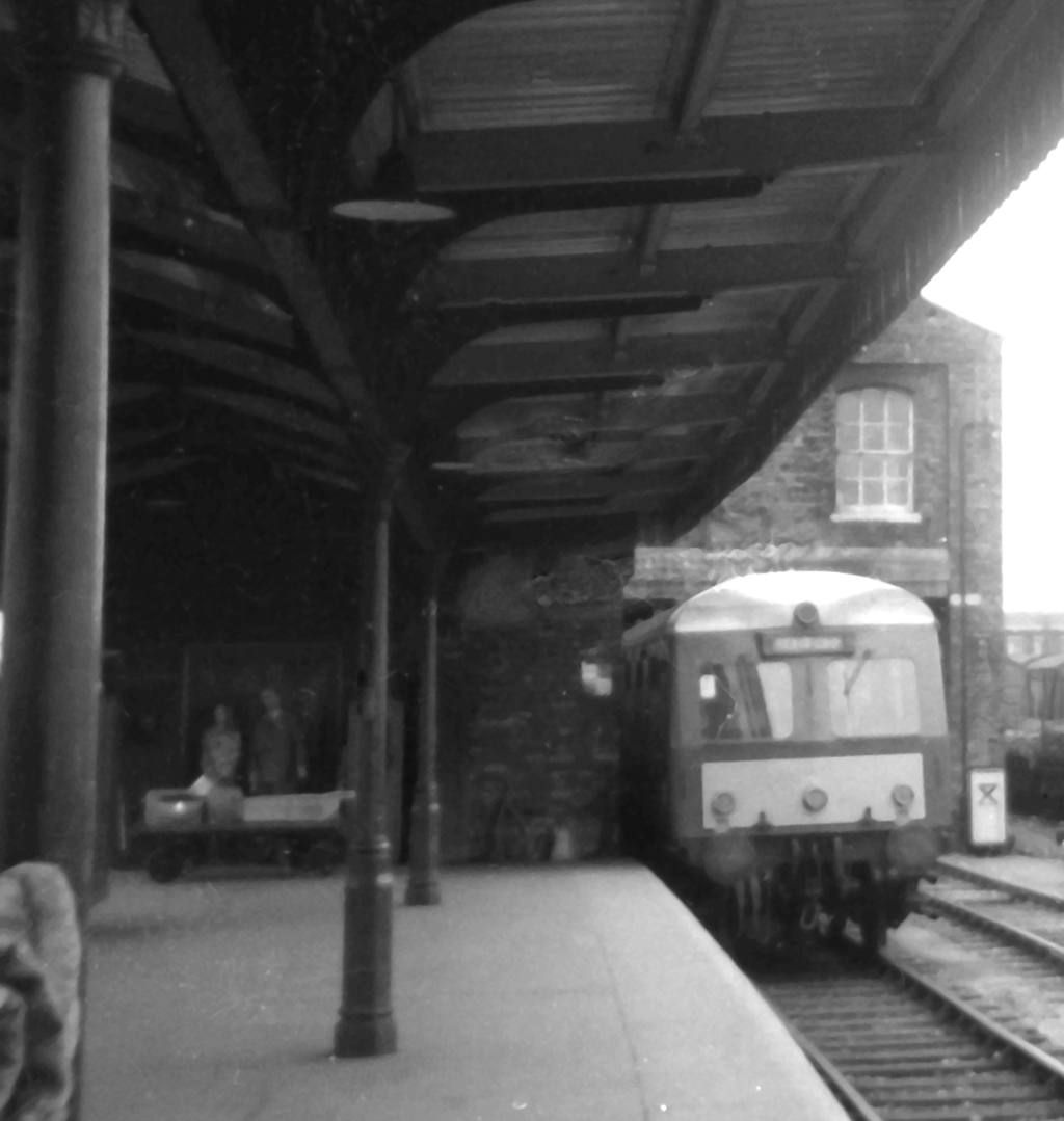 Class120 dmu at Worcester Shrub Hill