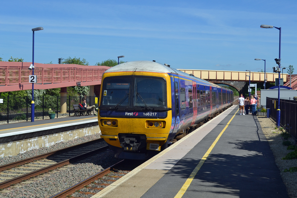 Class 166 dmu at Honeybourne